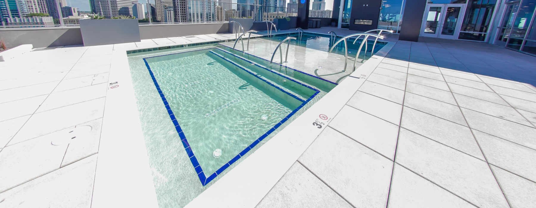 Rooftop pool at 500 West Trade Apartments in Uptown Charlotte, NC